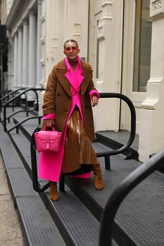 Blair Eadie wearing a pink coat by Jacquemus and carrying a pink bag by Senreve // Click through for more pink outfits on Atlantic-Pacific Atlantic Pacific, Soho Style, Fashion Outfits, Womens Fashion, Pink Outfits, Colorful Fashion, Swagg, Winter Fashion, Street Style
