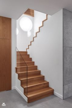 Industrial style corridor, hallway and stairs by formativ. Home Stairs Design, Railing Design, Interior Stairs, Stair Design, Wood Stairs, Basement Stairs, Stair Railing, Modern Stairs, Amazing Spaces
