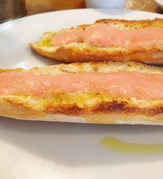 Pão com tomate e azeite_café tradicional espanhol em Madri
