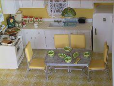 yellow dining table and chairs Oh Kyra! Barbie Kitchen, 1950s Kitchen, Vintage Kitchen Decor, Retro Kitchens, Mini Kitchen, Kitchen Dining, Kitchen Yellow, Herman Miller, Mesa Retro
