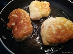 Background: Racuchy z jabłkami [ rah-tzu-hiy z ya-boo-kami]. I would not say that the exact term for this recipe is pancakes but rather a cross between pancakes and fritters. Breakfast Dishes, Breakfast Casserole, Breakfast Recipes, Breakfast Ideas, Polish Desserts, Polish Recipes, Polish Food, Apple Pancake Recipe, Fritters