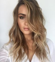 We are just loving this colour and texture ✂️ Peter Thomsen #behindthechair #handpaint #texture #instahair #hair #lorealpro #lorealproaus #balayage #handpaint #bronde #CHELSEAHAIRCUTTERS #MRTHOMSEN