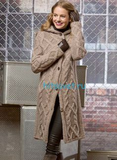 Узорчатое вязаное пальто с капюшоном