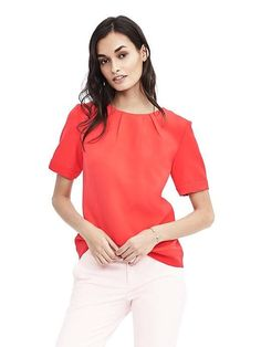 Discover sophisticated blouses and tops for every occasion from tailored shirts in cotton poplin to silky-soft camisoles, perfect for layering. Liverpool, Banana Republic, Casual Work Wear, Tailored Shirts, Work Suits, Petite Tops, Modern Outfits, Shirt Blouses, Blouses For Women
