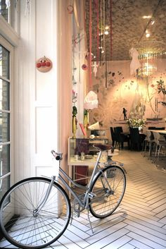 (Royal Smushi Cafe Copenhagen) interior paint the floor cheaper Cafe Bar, Cafe Bistro, Cafe Shop, Commercial Design, Commercial Interiors, Cafe Interior, Interior And Exterior, Interior Paint, Restaurant Design