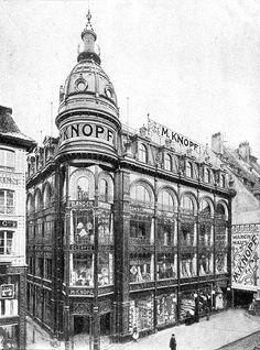 Les grands magasins Knopf rue des grandes Arcades à Strasbourg, bâtiment aujourd'hui entièrement modifié - http://hapshack.com/images/knopf1.jpg