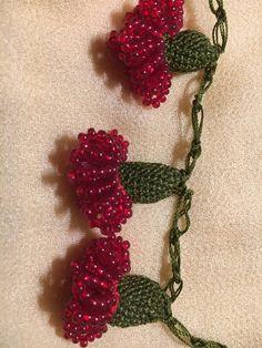 Very intricately crocheted Blumenhäkelkette - DIY Schmuck Crochet Jewelry Patterns, Crochet Accessories, Crochet Designs, Crochet Bracelet, Bead Crochet, Crochet Earrings, Seed Bead Necklace, Diy Necklace, Flower Necklace