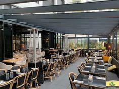 La Pergola réalisée chez Graziella est en aluminium laqué gris anthracite. Le toit est entièrement vitré, donnant ainsi beaucoup de clarté à l'intérieur du restaurant. Les parois vitrées coulissantes toute hauteur sont en verre feuilleté. L'ensemble mesure 75m2 et augmente significativement la capacité d'accueil du restaurant