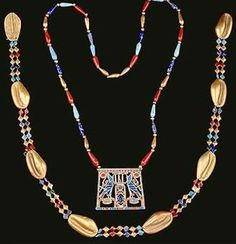 Egypt: Ancient Egyptian Beauty - Glass Beads and Costume Jewelry Ancient Egyptian Jewelry, Egyptian Beauty, Ancient Beauty, Ancient Art, Diy Beauty Secrets, French Beauty Secrets, Beauty Tips, Photo Jewelry, Jewelry Art
