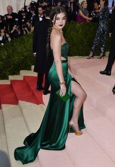 Hailee Steinfeld met gala 2016. #celebfashion #fashiontrend #celebrity #metgala #shoptagr