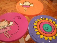 Banquitos De Madera Para Niños - Diseños Originales Hand Painted Chairs, Painted Stools, Hand Painted Furniture, Kids Furniture, Handmade Crafts, Diy And Crafts, Decoration, Art Decor, Pottery Painting Designs