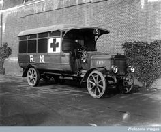 Royal Naval World War I ambulance, c 1919 Wellcome Vintage Trucks, Old Trucks, Force Pictures, Dog Soldiers, Fire Equipment, Military Modelling, Emergency Vehicles, World War One, Military History