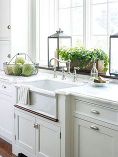 faucet Gorgeous cabinetry with latches on the doors, farmhouse sink and an extra deep window ledge over the sink for plants. Kitchen Sink Decor, Kitchen Sink Window, Best Kitchen Faucets, New Kitchen, Kitchen Dining, Kitchen Plants, Kitchen Unit, Window Ledge Decor, Window Ideas