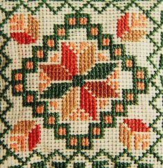 Resultado de imagen para free cross stitch patterns of poppies Cross Stitch Geometric, Cross Stitch Borders, Cross Stitch Flowers, Cross Stitch Designs, Cross Stitching, Cross Stitch Patterns, Folk Embroidery, Cross Stitch Embroidery, Embroidery Patterns