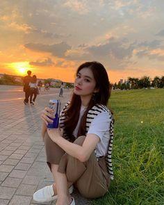 Ulzzang Girl Fashion, Ulzzang Korean Girl, Korean Girl Fashion, Look Fashion, Pretty Korean Girls, Cute Korean Girl, Beautiful Asian Girls, Girl Photo Poses, Girl Photography Poses