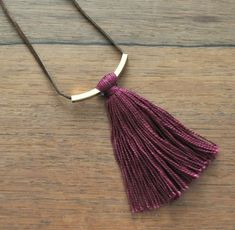 Looking for an easy necklace idea to update your jewelry for fall? My Simple Fall Colors Tassel Necklaces are super easy and so stylish! Diy Tassel, Tassel Jewelry, Leather Jewelry, Beaded Jewelry, Tassels, Jewelery, Crystal Jewelry, Silver Jewelry, Necklace Tutorial