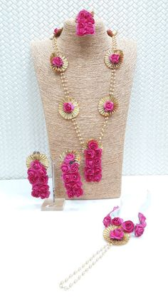 Explore latest designs of artificial floral jewellery for haldi, mehendi & baby shower. We offer range of designer wedding flower jewellery at lowest price. Flower Jewellery For Mehndi, Flower Jewelry, Fabric Jewelry, Jewelry Art, Gota Patti Jewellery, Silk Thread Necklace, Bride Accessories, Trendy Clothes For Women, Event Decor