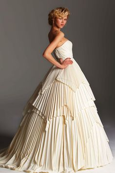 bride2be:    accordion-folded skirt wedding dress by rafael cennamo