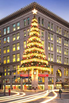 Christmas in Downtown Pittsburgh. Horne's Department Store Christmas tree brings back happy childhood memories.