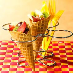 Fruit Sundae Cones Instead of high-fat ice cream cones, serve these fruit cones for dessert. Coconut and strawberry puree make them naturally sweet. Healthy Snacks For Kids, Healthy Treats, Snacks Kids, School Snacks, Fruit Snacks, Eat Healthy, Kids Fruit, Kid Lunches, Fruit Salads