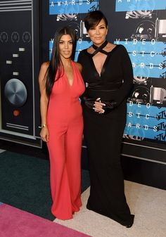 Kylie Jenner Photos Photos - TV personalities  Kourtney Kardashian (L) and Kylie Jenner attend the 2015 MTV Video Music Awards at Microsoft Theater on August 30, 2015 in Los Angeles, California. - 2015 MTV Video Music Awards - Red Carpet