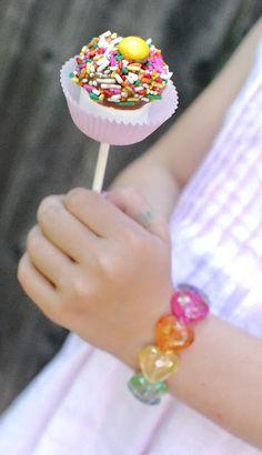 Marshmallow Pop! great idea to use a mini cupcake wrapper as crumb-catcher @Alison Hobbs Wigo Russo