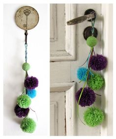 HOW TO MAKE A POM POM GARLAND & COOL POM POM CRAFTS There is really no step-by-step instructions to make a pom pom garland. Its so easy, all you need is pom poms, an embroidery needle with a large opening and string or baker's twine. Pom Pom Crafts, Yarn Crafts, Home Crafts, Diy And Crafts, Hobbies And Crafts, Pom Poms, Boho Decor, Decoration, Crochet Projects