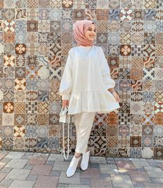 The scarf is a vital bit from the attire of girls along with hijab. Because doing so is central to the accent Modest Fashion Hijab, Modern Hijab Fashion, Pakistani Fashion Casual, Modesty Fashion, Pakistani Dresses Casual, Hijab Fashion Inspiration, Muslim Fashion, Mode Inspiration, Modest Outfits