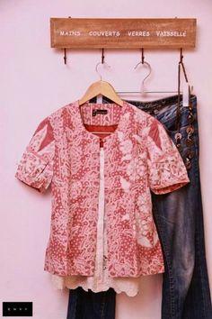 Blouse Batik, Batik Dress, Lace Dress, Batik Kebaya, Batik Fashion, Batik Pattern, Fabulous Dresses, All About Fashion, Traditional Dresses