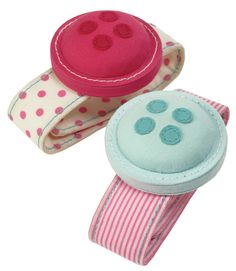 Button It Button wrist pin cushions #sewing