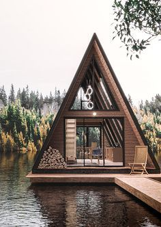 Rustic Loft, Rustic Cottage, Tiny House Cabin, Tiny House Design, Tiny Houses, Modern Architecture House, Architecture Design, Triangle House, A Frame House Plans