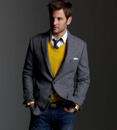 The mustard sweater adds an awesome pop of color to this sophisticated, simple look.