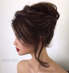 What a lovely and elegant updo!