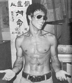 bruce lee, the reason I love kung fu. Bruce Lee Photos, Weight Loss Inspiration, Fitness Inspiration, Living Puppets, Rasengan Vs Chidori, Jeet Kune Do, Vito, Martial Artist, Kung Fu