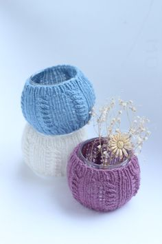 Knitted glass vase, cozy winter home decor accessory. Blue, white or purple Home Design Diy, Home Design Plans, Winter Home Decor, Winter House, Blue Bookshelves, Infinity Lights, Craftsman Fireplace, Design Studio Office, Hand Knit Scarf