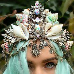 'Mermaiding': summer fashion inspiration A mermaid crown by Chelsea Shiels. Seashell Crown, Seashell Garland, Floral Garland, Mermaid Crown, Mermaid Headpiece, Mermaid Princess, Mermaid Tails, Mermaid Shell, Mermaid Mermaid