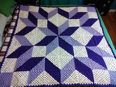 "drag to resize or shift+drag to move ""Quilt looking crochet blanket"", ""Has a link for directions for diagonal 2 color granny"" Crochet Afghans, Crochet Quilt Pattern, C2c Crochet, Manta Crochet, Crochet Blocks, Crochet Squares, Crochet Crafts, Crochet Projects, Crochet Blankets"