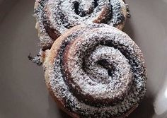 Foszlós kakaós csiga Bread And Pastries, Baking And Pastry, Pastry Recipes, Sweets, Cookies, Floral, Food, Biscuits, Good Stocking Stuffers