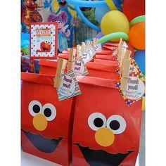 Elmo Birthday Party /  fiesta de cumpleaños / detalles personalizados by Liz Invitaciones / handmade details / candy table / Sesame Street / Sesame Place / Plaza Sésamo / doogy bags / treats bags / bolsas de dulces