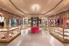 Traditionshaus Etro eröffnet den neuen Flagship Store im Herzen Wiens. Valentino Store, Miu Miu, Art Deco, Shops, Boutique Stores, Showroom, Retail, Architecture, Vienna