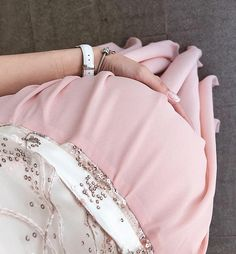 - Mom and Baby Cute Maternity Outfits, Pregnancy Outfits, Maternity Pictures, Pregnancy Photos, Maternity Fashion, Baby Pictures, Baby Momma, Mom And Baby, Baby Love