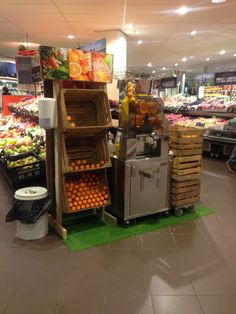 Would you like your supermarket becomes a very fresh point of sale? Zumex has the perfect solution for you!  Offering a freshly squeezed, quality orange juice at your supermarket is an opportunity made real with the new Speed Pro machine range.  To drink or take away, enjoy a healthy juice!