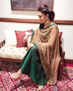 indianstreetfashion: We loved Mini mathur's emerald green and beige nude dupatta . Simple elegant and definitely a chic Indian outfit choice ! Indian Attire, Indian Ethnic Wear, Pakistani Outfits, Indian Outfits, Mini Mathur, Churidar Designs, Desi Clothes, Ethnic Clothes, Indian Clothes