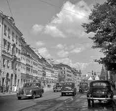 """""""Sen o Mieście"""". Tak wyglądała Warszawa w latach i Ppr, National Geographic, Old Photos, City Photo, Nostalgia, Bible Verses, Street View, Europe, Culture"""