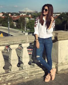 Pretty Look of Maya Ali at the Shooting of in ❤ ✨ Cute Outfits With Jeans, Cute Summer Outfits, Trendy Outfits, Swag Girl Style, Preppy Style, Girl Photo Poses, Girl Photography Poses, Stylish Photo Pose, Maya Ali