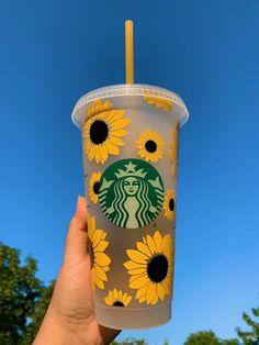 Starbucks Coffee Cups, Secret Starbucks Drinks, Starbucks Green, Starbucks Tumbler Cup, Personalized Starbucks Cup, Custom Starbucks Cup, Personalized Cups, Starbucks Shop, Custom Cups