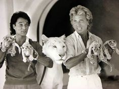 Siegfried & Roy with their famous white tigers