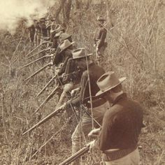 Spanish american war, US soldiers. The Spanish American War, American Civil War, American History, Military Photos, Military History, Boxer Rebellion, Ww1 Soldiers, Man Of War, Rough Riders