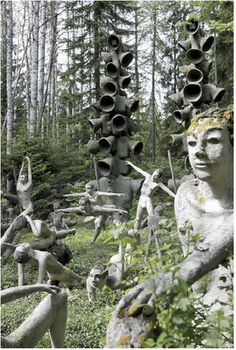 Veijo Rönkkönen (born has lived all his life on an isolated, small farm in eastern Finland, Parikkala, less than a kilometres from the Russian border, where he has quietly built a garden inhabited by nearly five hundred human figures made of concret Concrete Sculpture, Sculpture Art, Garden Sculpture, Found Art, Environmental Art, Outsider Art, Teaching Art, Garden Art, Street Art
