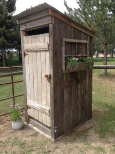 I'm going to put window box flowers on ground on each side of outhouse, and sola. I'm going to put window box flowers on ground on each side of outhouse, and solar lights. Outhouse Bathroom, Outhouse Decor, Outhouse Ideas, Outside Toilet, Outdoor Toilet, Lavabo Exterior, Shed Landscaping, Exterior House Siding, Solar Licht
